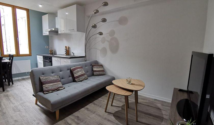 Maison meublée hyper centre refaite à neuf de 3  pièces  à Angoulême image nº1